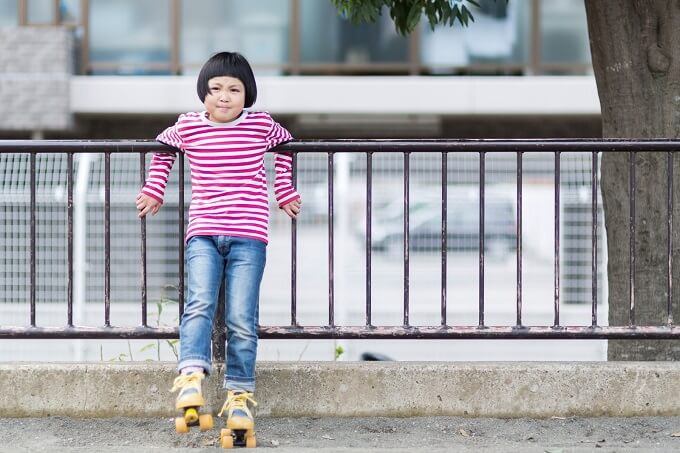 ローラースケートをしている女の子
